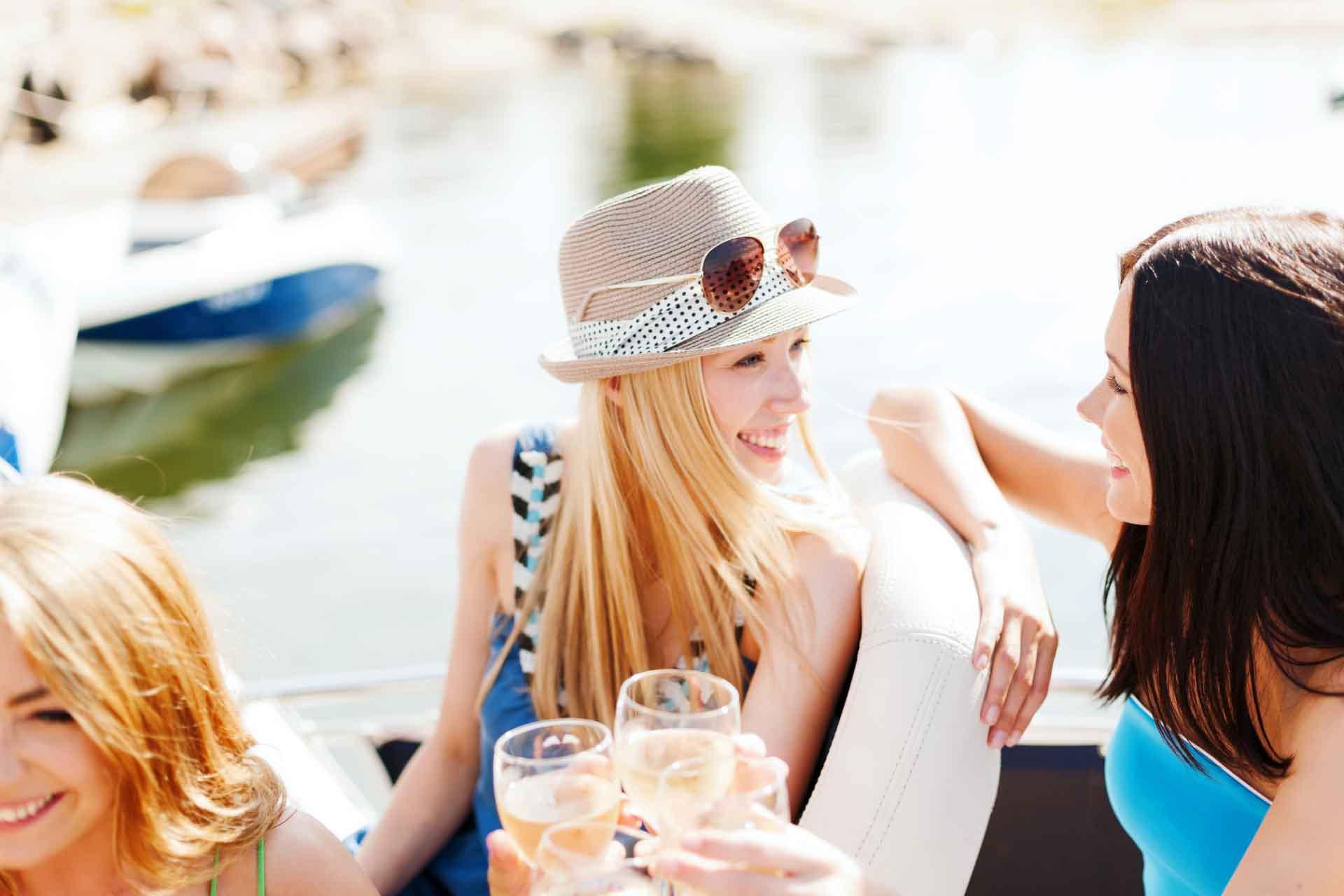 Eat2Gather varen en proeven op een boot Amsterdam