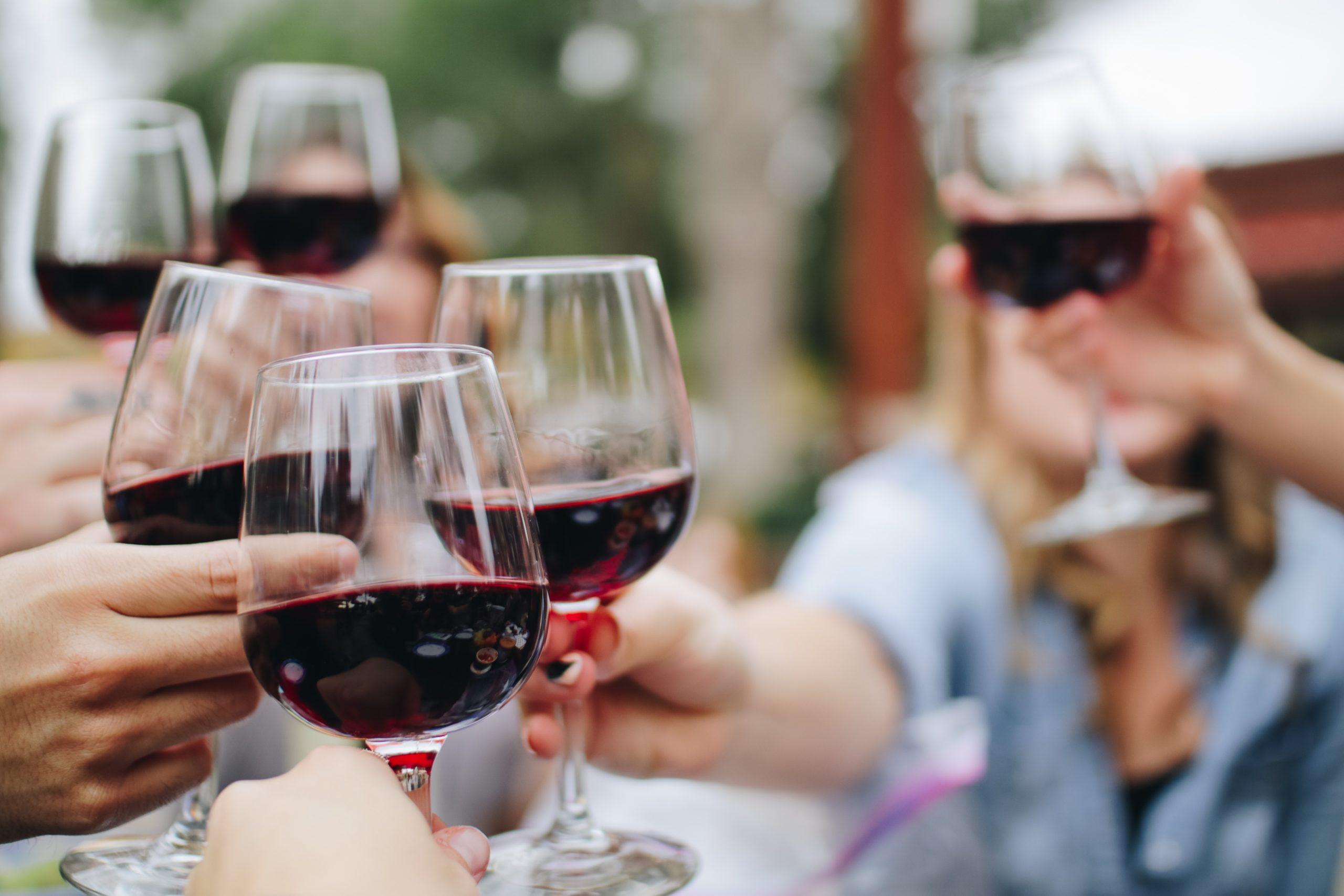 W-EET-je of je volgens de tafeletiquette mag klinken met glazen wijn?